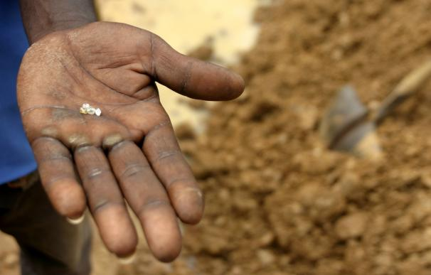 "La UE obligará a importadores a controlar que no comercian con ""diamantes de sangre"" de África"