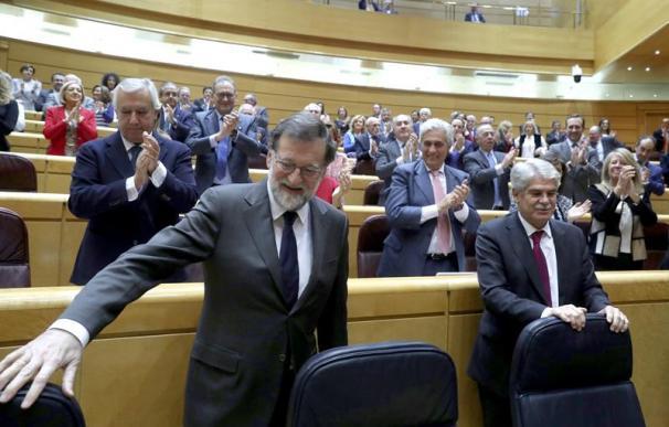 l presidente del Gobierno, Mariano Rajoy (i), junto al ministro de Asuntos Exteriores, Alfonso Dastis ( EFE/Kiko Huesca)