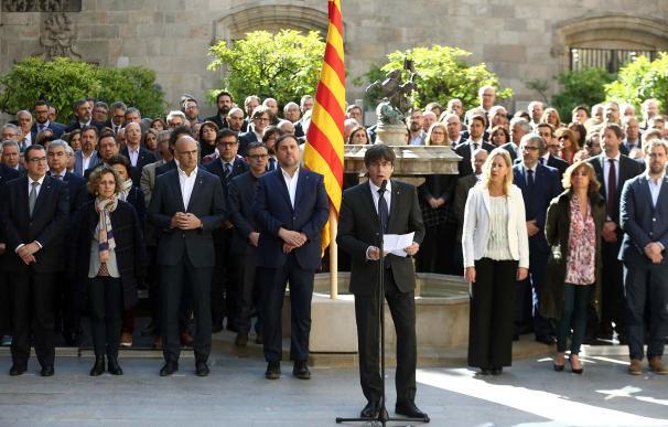 Puigdemont, durante un acto rodeado de altos cargos.