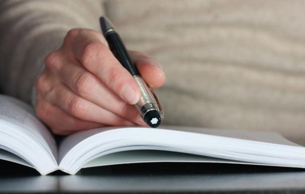 Si queremos empaparnos de un texto largo es preferible leerlo en papel / Sebastien Wiertz