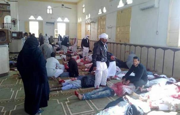 Al menos 85 muertos en un atentado contra una mezquita en el Sinaí egipcio