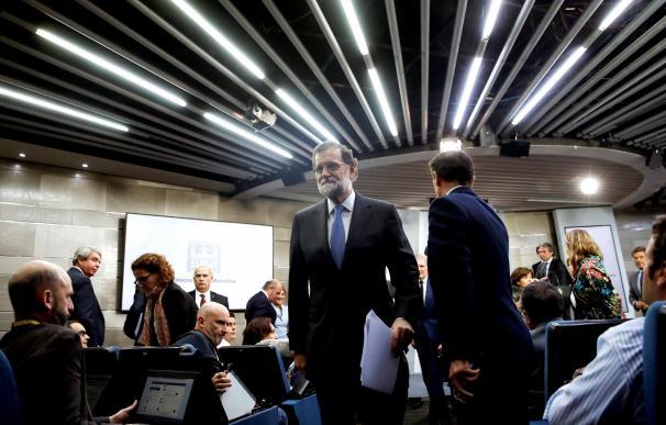 El presidente del Gobierno, Mariano Rajoy, durante la rueda de prensa ofrecida esta tarde en el Palacio de la Moncloa (EFE/ Juanjo Martín)