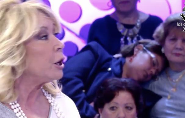 Señora del público de Sálvame se duerme.