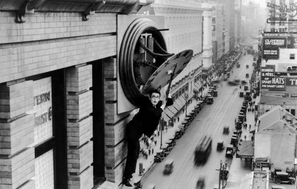 Harold Lloyd, en una inolvidable secuencia de 'El hombre mosca'
