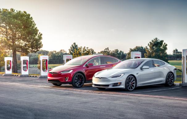Fotografía de una estación de supercargadores de Tesla