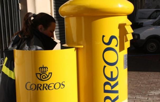 Fotografía de una trabajadora de Correos.