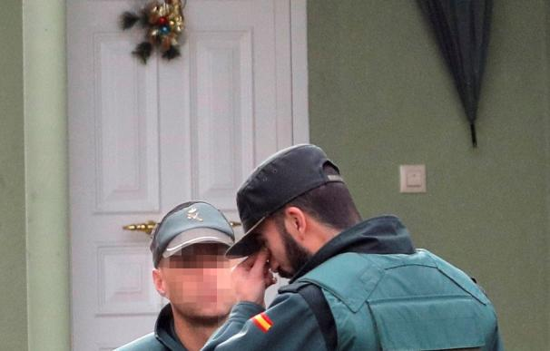 Dos guardia civiles no pueden contener la emoción tras encontrar el cuerpo de Diana Quer