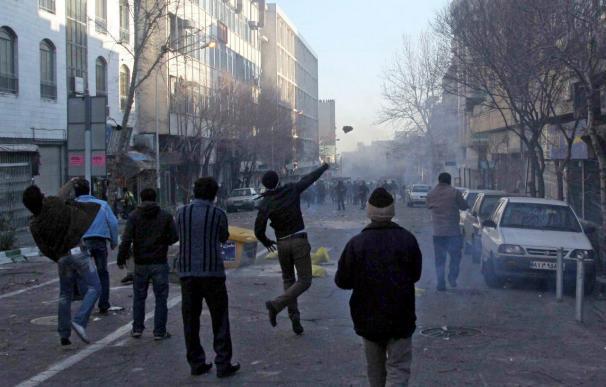 Al menos un muerto y varios heridos en las protestas en Irán, según una agencia local