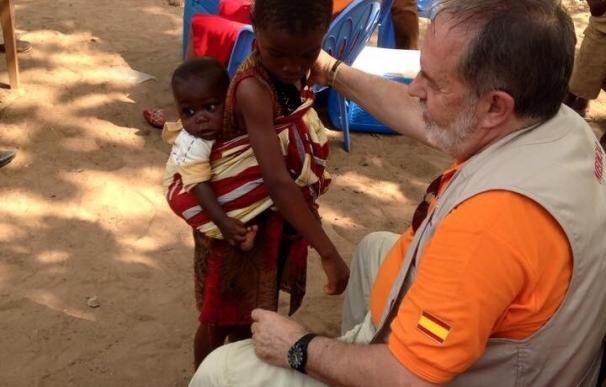 Pediatras sevillanos vacunan a 18.000 niños en Costa de Marfil contra la meningitis y la fiebre tifoidea