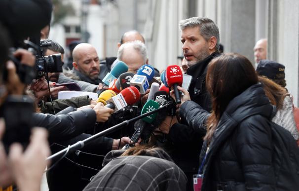 Andreu Van den Eynde, abogado de Oriol Junqueras, hace declaraciones a los medios a las puertas del Tribunal Supremo