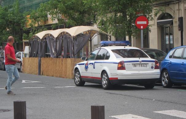 La Ertzaintza busca a un hombre que exhibió una pistola en un bar de Bilbao y que tiene antecedentes por violación