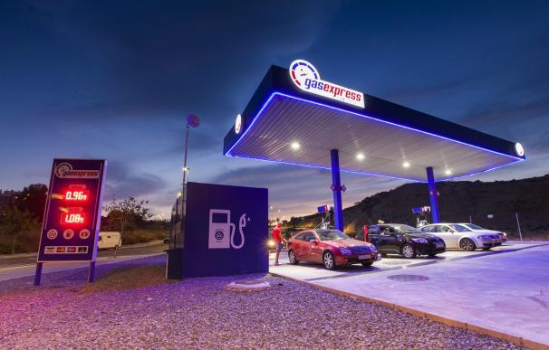 Fotografía de una gasolinera 'low cost' de GasExpress