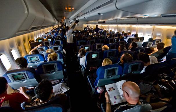 Fotografía del interior de un avión.