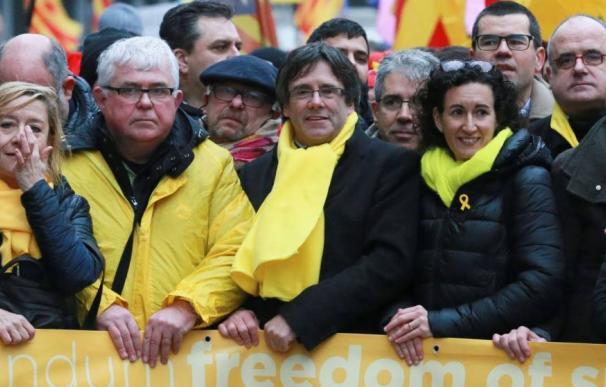 Carles Puigdemont y Marta Rovira juntos en una manifestación independentista en Bruselas.