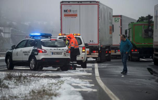 Las nevadas ya impiden la circulación de camiones en algunas carreteras
