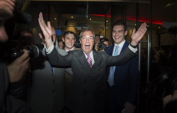 Farage teme una vuelta atrás en el Brexit si sus partidarios no se unen