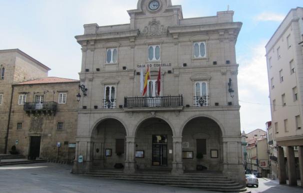 El alcalde de Orense deja la alcaldía provisionalmente en manos de Marga Martín, a la espera de decidir su sucesor