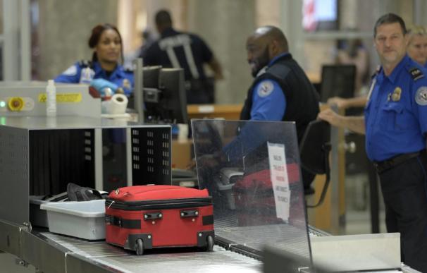 EE.UU. aumenta los registros a pasajeros o equipaje de mano en aeropuertos