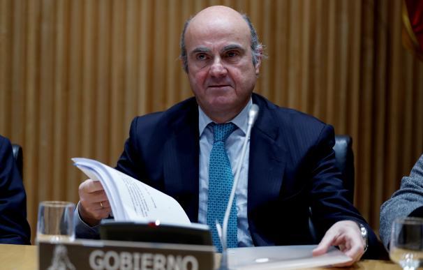 El ministro de Economía, Industria y Competitividad, Luis de Guindos, comparece en la Comisión de investigación de la crisis financiera y rescate bancario, hoy en el Congreso de los Diputados de Madrid. EFE/ Emilio Naranjo