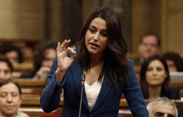 La primera batalla (casi perdida) de Arrimadas: la Mesa del Parlament