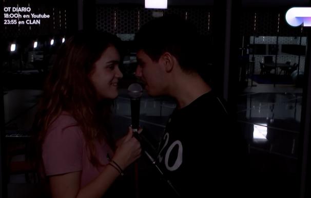 Alfred y Amaia beso