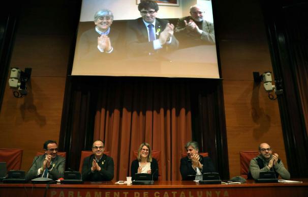 Puigdemont participa desde Bruselas en la reunión del grupo parlamentario de JxCat