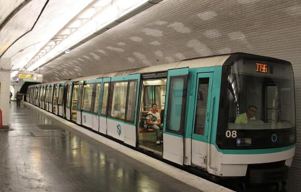 Fotografía de una línea del metro de París.