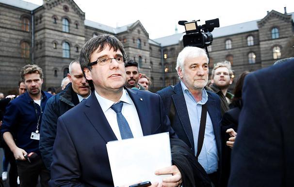 Carles Puigdemont a su llegada a la Universidad de Copenhague