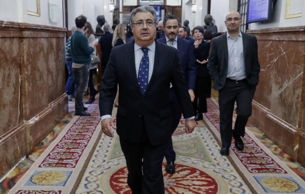 El ministro Juan Ignacio Zoido en los pasillos del Congreso