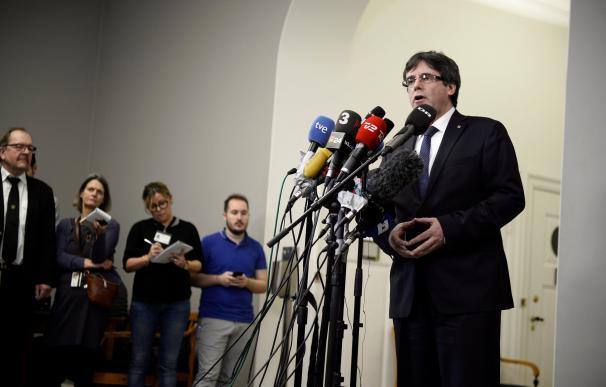 Carles Puigdemont durante la rueda de prensa / EFE