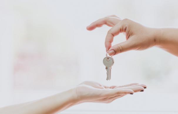 ¿Es legal alquilar tu piso a través de Airbnb?