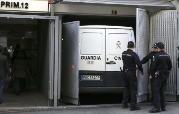 Un furgón de la Guardia Civil llega a la Audiencia Nacional.