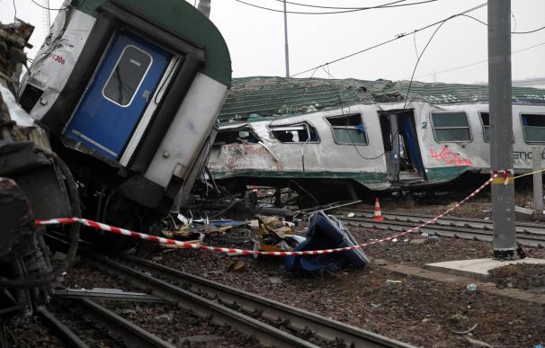 Descarrila un tren en Milán dejando 3 muertos y 110 heridos