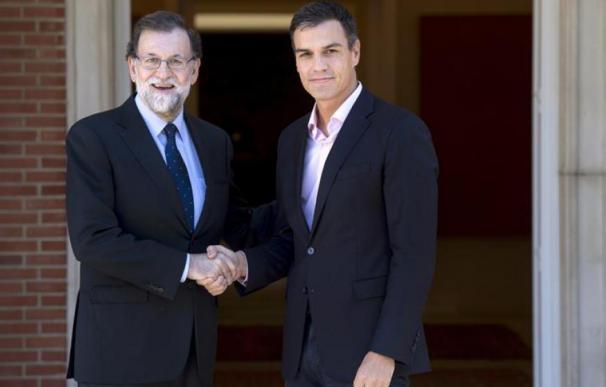 Mariano Rajoy y Pedro Sánchez en Moncloa.