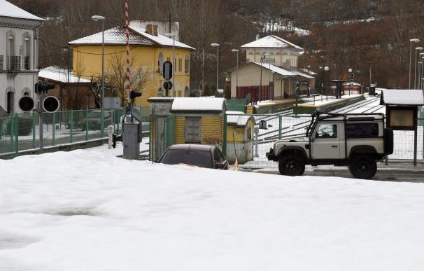 Vista del municipio leonés de Matallana, la Agencia estatal de Meteorología avisa de temporal de frío y nieve que afecta al norte de la provincia de León. EFE/J.Casares