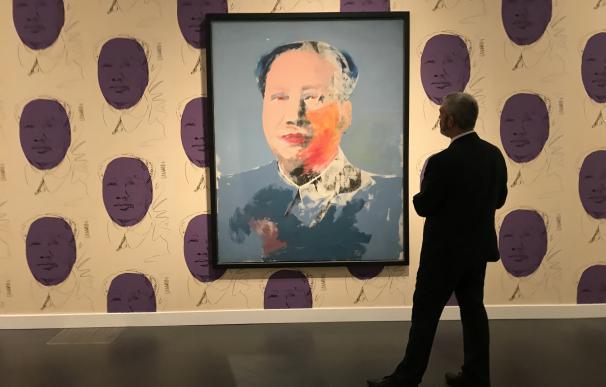 El CaixaForum se llena de arte pop y glamour en la mayor retrospectiva de Warhol en España