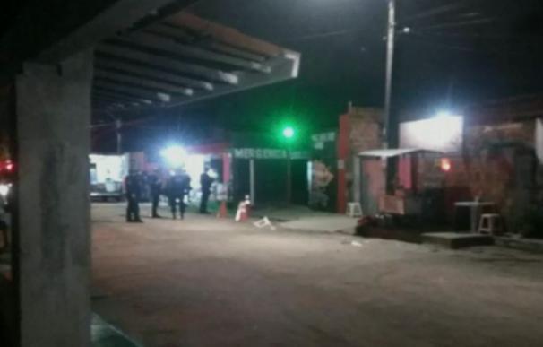 Imagen de los agentes desplegados cerca del club en el que tuvo lugar el tiroteo (O Globo)
