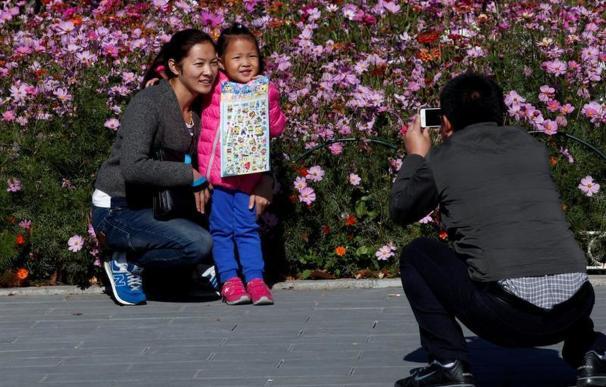 Ahora que pueden los chinos no quieren tener más hijos por dinero y por trabajo