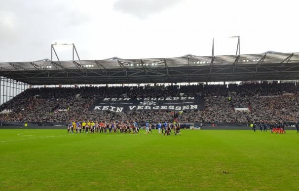 Los aficionados del St. Pauli rinden u homenaje a las víctimas del Holocausto