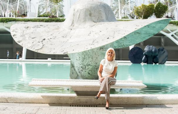 Hortensia Herrero posa delante de 'La Pamela'