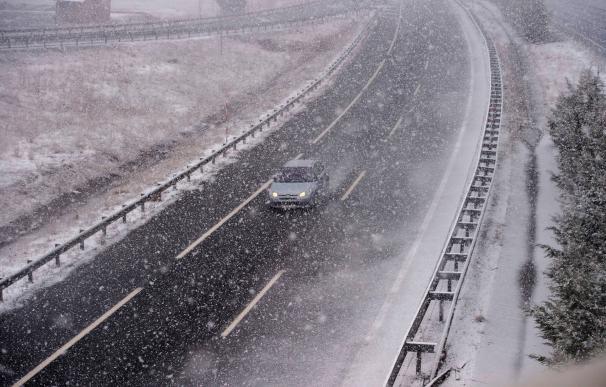 Una carretera española afectada por la nieve