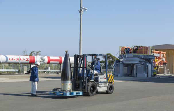 Traslado de la cabeza del cohete SS-520 No.5 a la zona de pruebas antes del lanzamiento (Foto: JAXA)