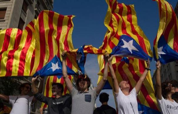 Activistas independentistas, durante el 'paro general' en Cataluña del martes, 3 de octubre / EFE