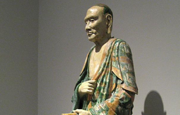 Fotografía de una estatua de la dinastía Liao.