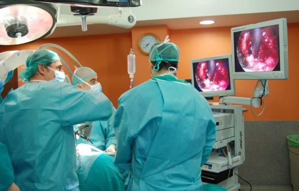 Proliferan las iniciativas de médicos que se ofrecen a operar gratis