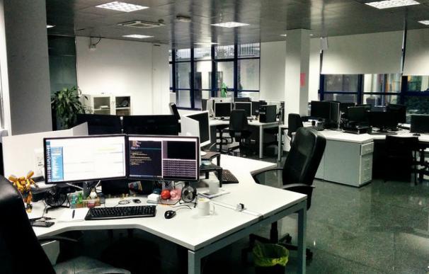 La mayoría de oficinas no tienen luz natural y están deficientemente iluminadas / David Martín