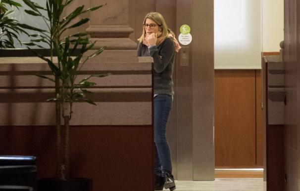 Fotografía de la diputada de JxCat, Elsa Artadi, en los pasillos del Parlament