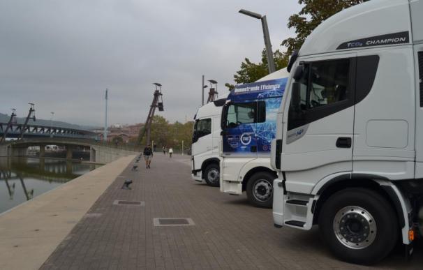 Fotografía de tres camiones