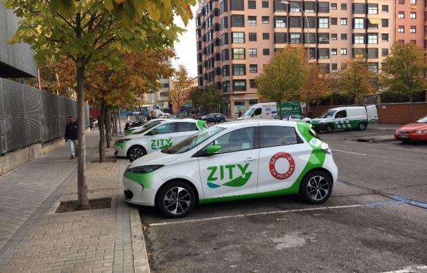 Coche eléctrico de Zity aparcado en una calle de Madrid.