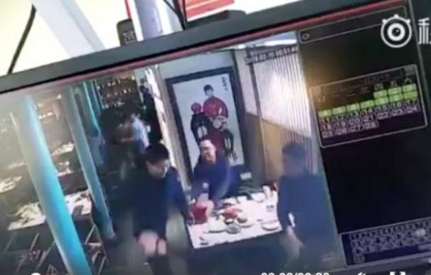 Imagen de un vídeo en el que se captó el ataque con cuchillo